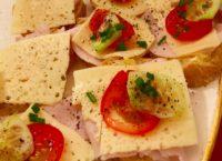 ポーランドの典型的な朝ごはん オープンサンドイッチ