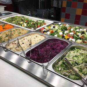 ポーランドの大衆食堂 クフニアマルシェのサラダ
