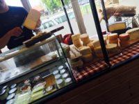 ポーランドのナチュラルマーケット チーズ