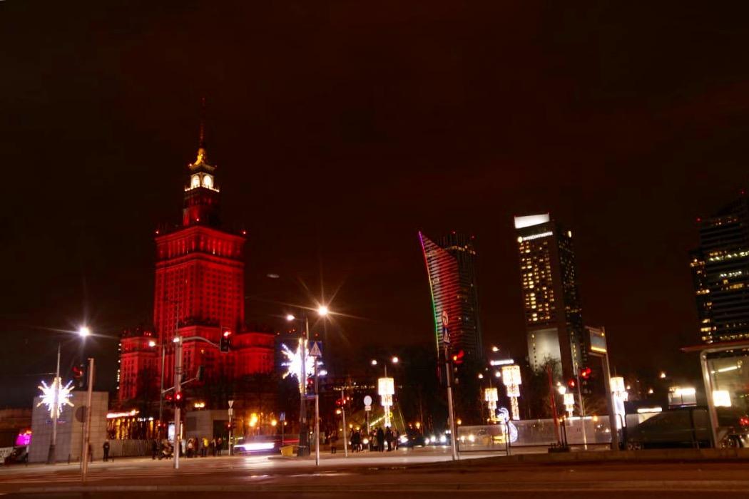 ワルシャワの高層ビル群の夜景