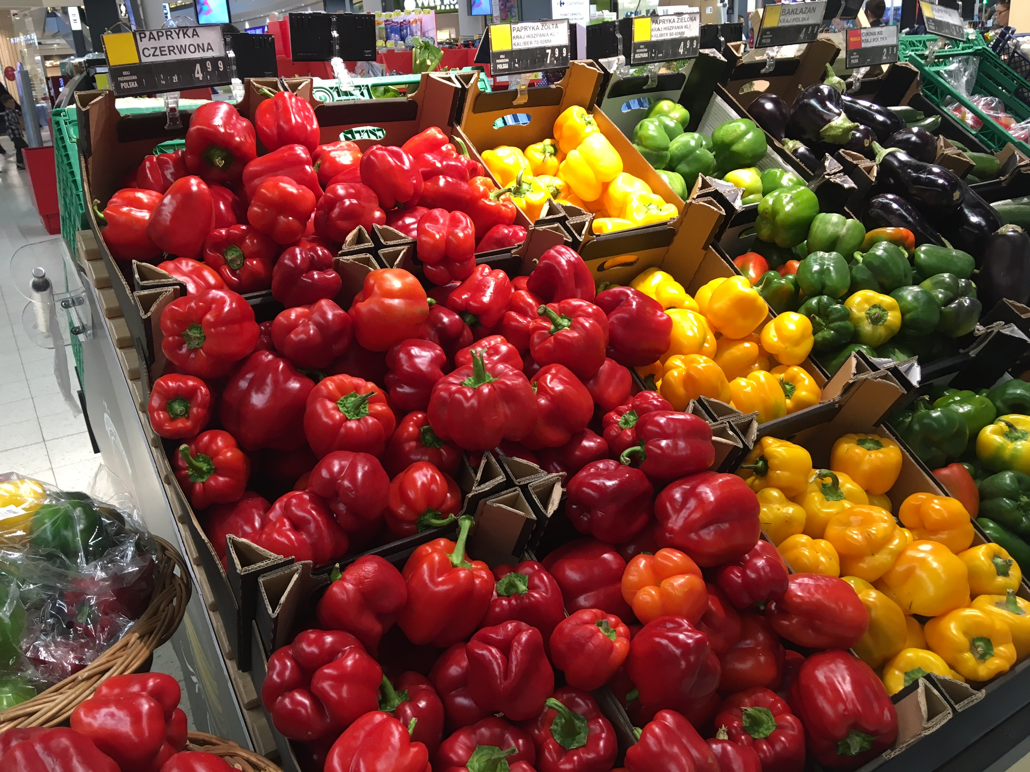 ポーランドのスーパーマーケット 野菜売り場