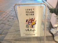 """ポーランドでお土産買うなら""""LOVE POLAND DESIGN"""" 目印の看板"""